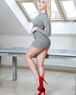 Nubiles - Blonde Beauty featuring Daisy Lee. (Photos)